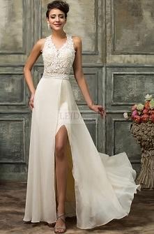 Długa koronkowa suknia, bardzo jasny beż