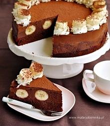 Tort czekoladowy z bananami. Przepis po kliknięciu w zdjęcie.