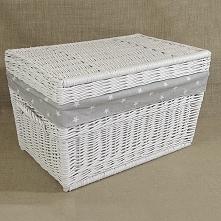 Wiklinowy kufer z płaskim wiekiem i tekstylnym wkładem wewnątrz to doskonała ...