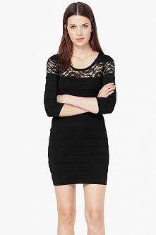 Obcisła czarna sukienka z koronkową wstawką