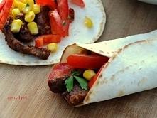 Wołowe burrito - doskonałe na każdą okazję ... Miękka, soczysta wołowina z ożywczym pomidorem i słodką kukurydzą zawinęte w tortillę.