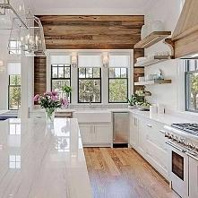 Piękna kuchnia z dekoracyjną ścianą z drewna z odzysku. #30 INSPIRACJI PAŹDZIERNIKA JUŻ NA BLOGU MOOJCONCEPT .COM
