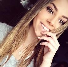 W swej naturalności piękno kobiecego spojrzenia i ciepły uśmiech na twarzy zadowoli każdego naszego Mężczyzne