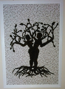 """""""Drzewo życia"""" obraz-mozaika z ziaren kawy."""