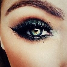 Ciemny makijaż oczu, jak taki zrobić instrukcja >