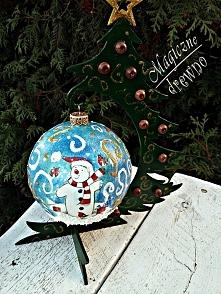 świąteczna bombka na stojaku