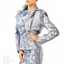 Żakiet z niebiesko- srebrnego dżinsu z żakardem, zapinany na zamek dwustronny Łatka fashion.