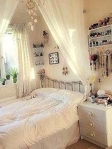 Klasyczna biel i piękny baldachim :)