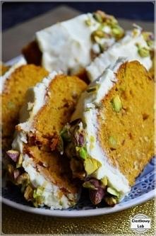 Wspaniałe i jesienne ciasto marchewkowo-dyniowe - przepis po kliknięciu w zdjęcie.