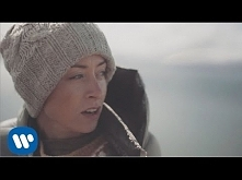 Najlepsza piosenka z jej płyty i te piękne islandzkie widoki... Można się roz...