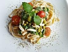 Nie macie pomysły na szybkie, smaczne oraz pożywne danie ? Tagliatelle z sosem szpinakowym jest idealną potrawą, gdyż zachwyca krótkim czasem przygotowania, wysoką wartością odż...