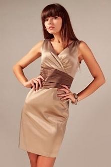 Elegancka sukienka cappuccino z ozdobnym pasem brązu
