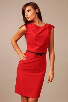Piękna sukienka w kolorze soczystej czerwieni