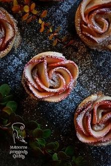 Róże z jabłkiem w cieście francuskiem