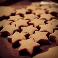 Ciastka świąteczne :) Składniki ilość porcji: 72 220 g masła 200 g tłuszczu do pieczenia 400 g cukru 5 jajek 940 g (7,5 szkl.) mąki 6 łyżeczek proszku do pieczenia ½ łyżeczki so...