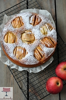 Ciasto marcepanowo-jabłkowe...