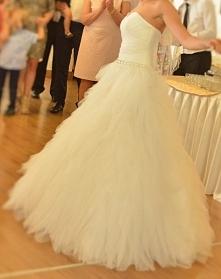 Niepowtarzalna piórkową suknie ślubną z kolekcji renomowanej firmy. Czeka na ...
