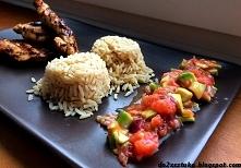 Grillowana pierś z indyk z pomidorową salsą i brązowym ryżem