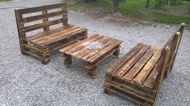 komplet ława z siedziskami z-eco. Stworzona z palet