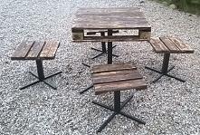 komplet stolik z taboretami...