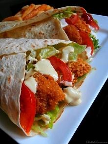 Tortilla z Chrupiącym Kurczakiem i Sosem Miodowo - Musztardowym przepis