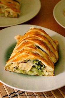 Ciasto francuskie z kurczakiem i brokułami