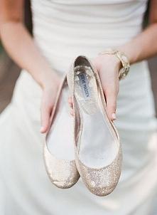 Eleganckie buty na płaskim obcasie | Więcej na prettyday.pl