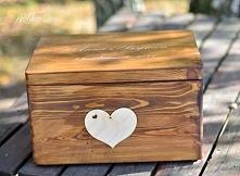 Drewniane pudełko ślubne na koperty z wygrawerowanymi imionami i datą w środku zdjęcie pary młodej ! Po więcej zdjęć zapraszam na bloga !