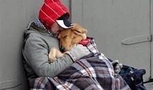 Codziennie obok bezdomnego ...