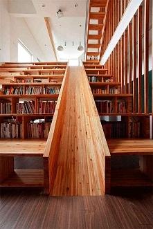 schody półkami na książki i zjeżdżalnia, czego chcieć więcej? :D