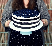 Tort czarno-biały.