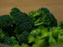 Wśród warzyw, które zasługują na szczególną uwagę w codziennym jadłospisie znajdują się między innymi: brokuły, jarmuż oraz szpinak. Ta zielona rodzina, to prawdziwa mieszanka w...