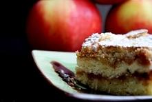 Szarlotka sypana. Ciasto polecam wszystkim fanom: a) szybkich ciast; b) jabłek; c) cynamonu.  Czas zrobienia około 15 minut! Przepis w komentarzu!