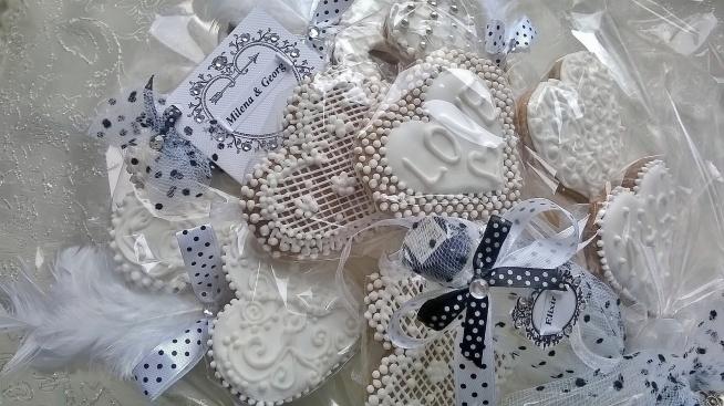 Bukiet z okazji ślubu. Słodki, wykonany z pierniczków. Polecam także na poprawiny, rocznicę ślubu, itp.