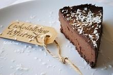 Bardzo czekoladowy tofurnik na spodzie z nerkowców, czyli sernik z tofu. Prze...