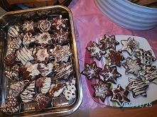 proste dekoracje z białej i ciemnej czekolady