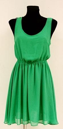 sukienka, którą z powodzeniem można nosić w ciągu dnia.