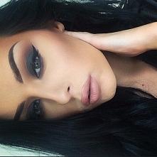 piekna i ten makijaż...