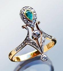 Ring, France, ca. 1900...gold, emerald, diamond, via Tadema Gallery.