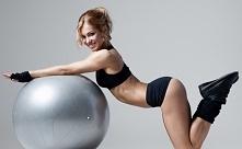 ĆWICZENIA FIT BALL  Ćwiczenia fit ball to ćwiczenia z użyciem dużej nadmuchiw...