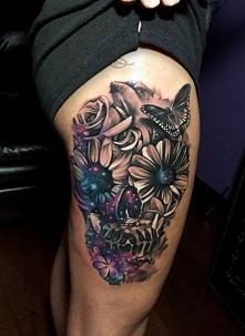 tatuaże damskie czaszka z kwiatów