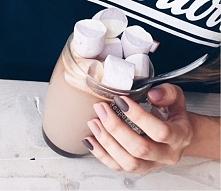 matowe paznokcie w kolorze brązowym, kawowym i brudnego różu