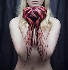 teraz masz serce na dłoni, a w drugiej skalpel - wiersze