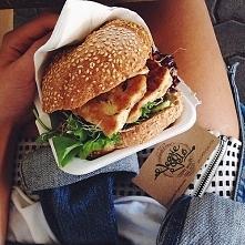 Co powiecie na takiego burgera :D 1. Bułka + sałata + grillowany kurczak
