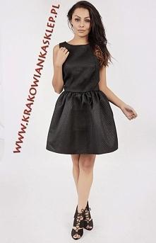 rozkloszowana czarna sukienka