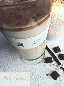 Okres przedświąteczny kojarzy mi się z gorącą czekoladą, dlatego postanowiłam wykonać jej mniej kaloryczną wersję, dzięki czemu nawet osoby na dietach redukcyjnych będą mogły so...