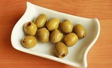Zdrowa przekąska ;)  Oliwki to owoce kaloryczne, ale zarazem lekkostrawne. Jedna mała oliwka (3-4 kcal) zawiera prowitaminę A, witaminy C i E oraz mnóstwo witamin z grupy B. Oli...