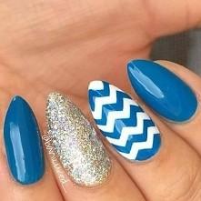 Niebieski z acentem