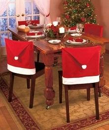 Mikołajkowa dekoracja krzeseł