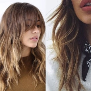 Dodaj włosom objętości, dzięki blond refleksom na ciemnych włosach >